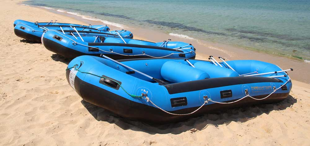 rubber-boats-788129_1920