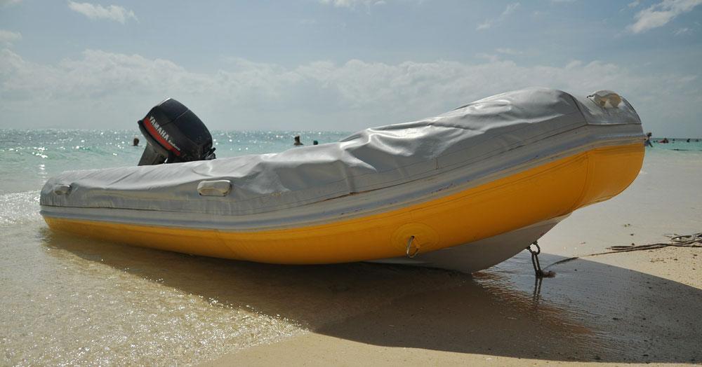 motorboat-390106_1920